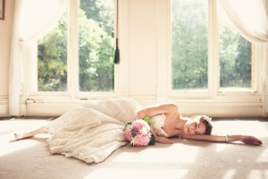 sunday-morning-photo-inspiration-bride-lace-sleeping-beauty-gorgeus-flowers